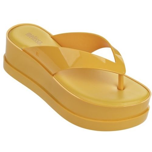 melissa-new-wedge-ad-amarelo-dotter-lced